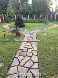 1 Trotuarnii-kameni-dorojki-rabota – po-ukladke