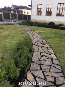 9 Trotuarnii-kameni-dorojki-rabota – po-ukladke