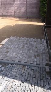 4 ukladivaem-trotuarnuiu-plitcu