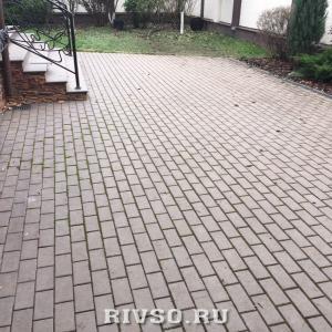 16 kak-ukladivati-trotuarnuiu-plitku