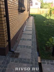 12 ukladca-granitnoi-trotuarnoi-plitki